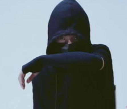 黑脸V的直播登上抖音热度榜TOP1 黑脸V直播时露脸了吗