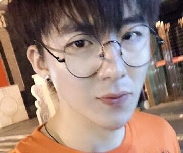 摩登兄弟刘宇宁是富二代吗 一个人养活了一条街