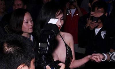 干露露出席活动大秀傲人身材    干露露的身材是真的很有料
