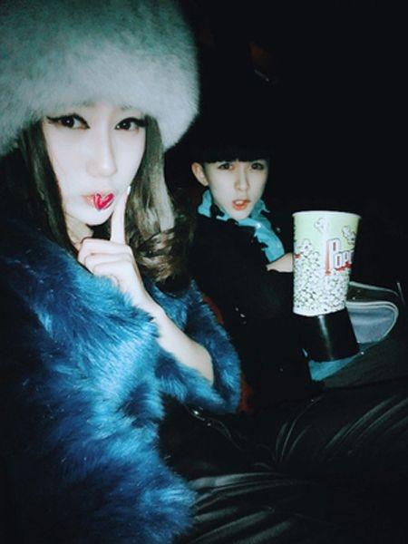 徐浩鑫和王婉茹接吻及个人资料 夸张自拍照被大家广泛关注