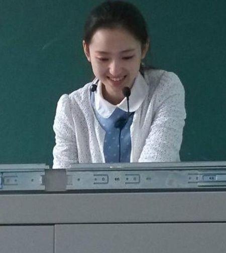 四川美女教师似刘诗诗佟丽娅 走红后选修课直接爆满
