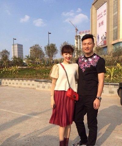 王晨正女朋友刘大心合照     王晨正原来追她三年都没同意