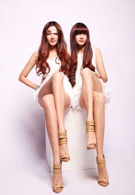 北体校花孔燕松姐妹素颜照      大家的关注点都集中在她们的腿上