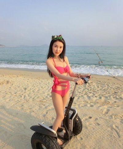 郭美美比基尼泳装照   只看身材郭美美还是可看的