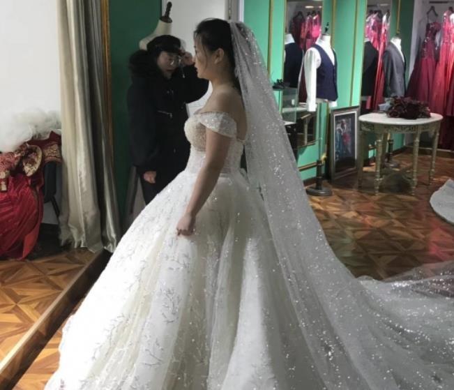 网红giao哥晒照宣布结婚了       Giao哥结婚话题瞬间霸占微博热搜