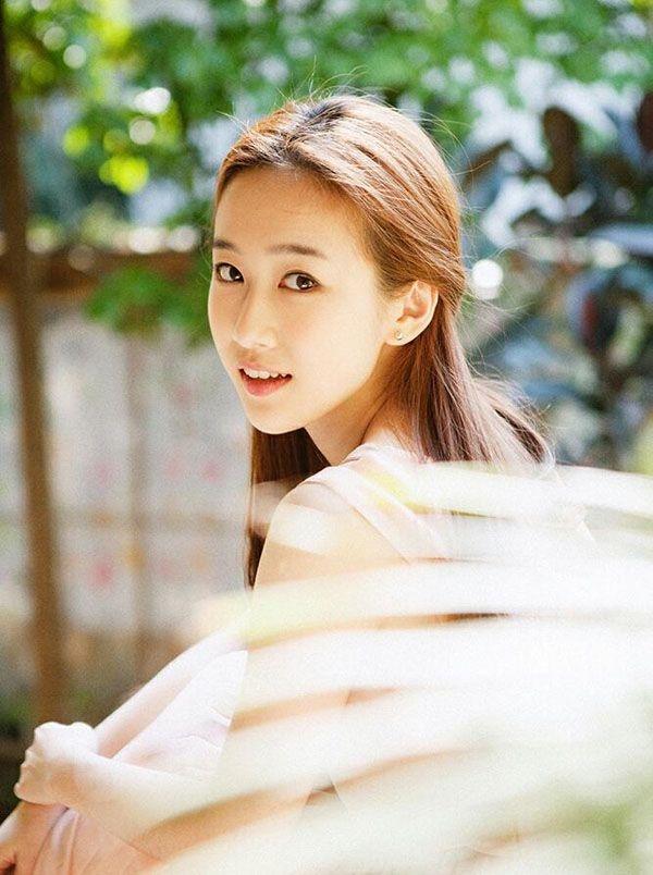 快乐女声刘美含个人资料   巴啦啦小魔仙中刘美含饰演孤寂的严莉莉