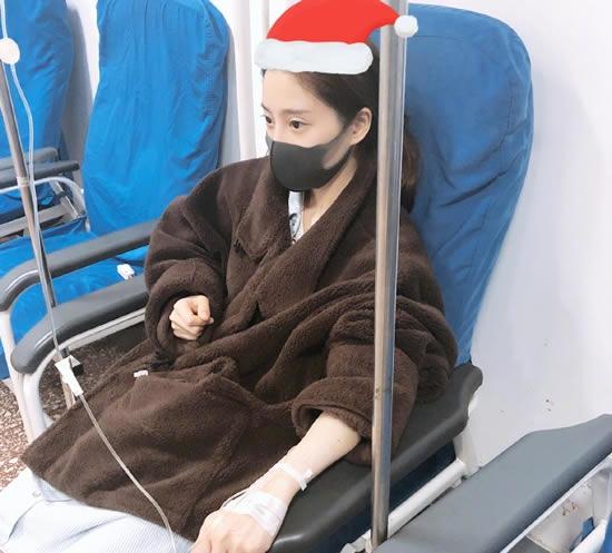 冯提莫劳累过度突发肺炎 停播封嗓不忘提醒粉丝注意身体