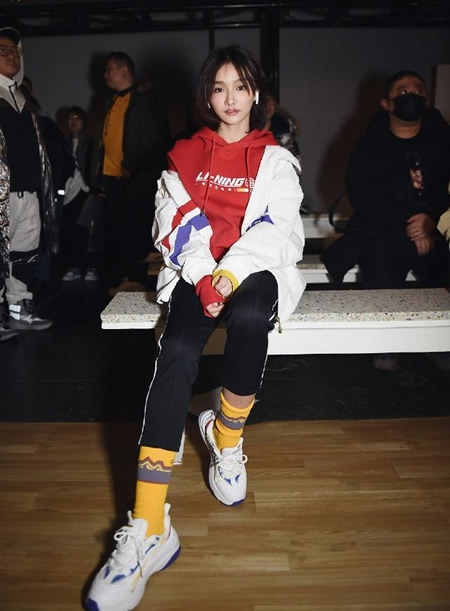 Miss助阵亮相纽约时装周 跨界时尚造型不输娱乐女明星
