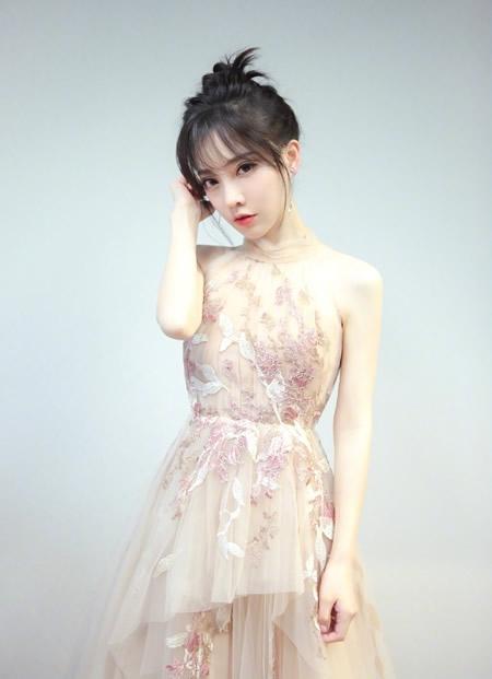 冯提莫宣布将在重庆举办首场个人演唱会 为家乡带来惊喜