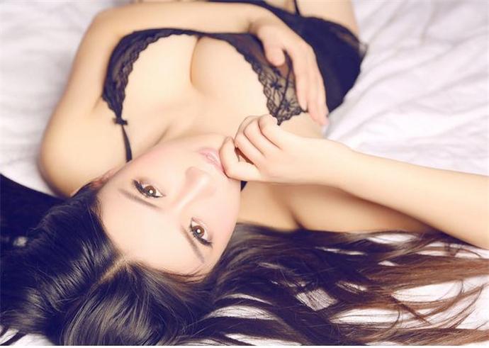 夏雨桐人体写真超级性感   她有天使的面孔也有魔鬼的身材