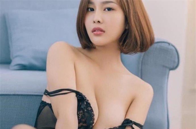 闫盼盼被质疑外围女    现在是宅男心目中的神级美女