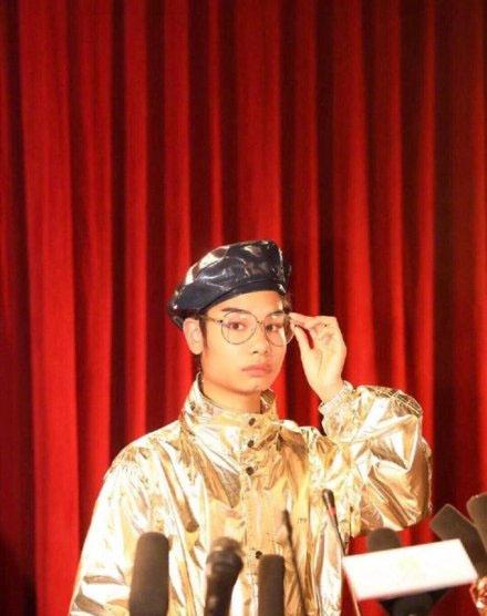 小吴拍时尚大片被网友P成男明星 小吴是怎么红的