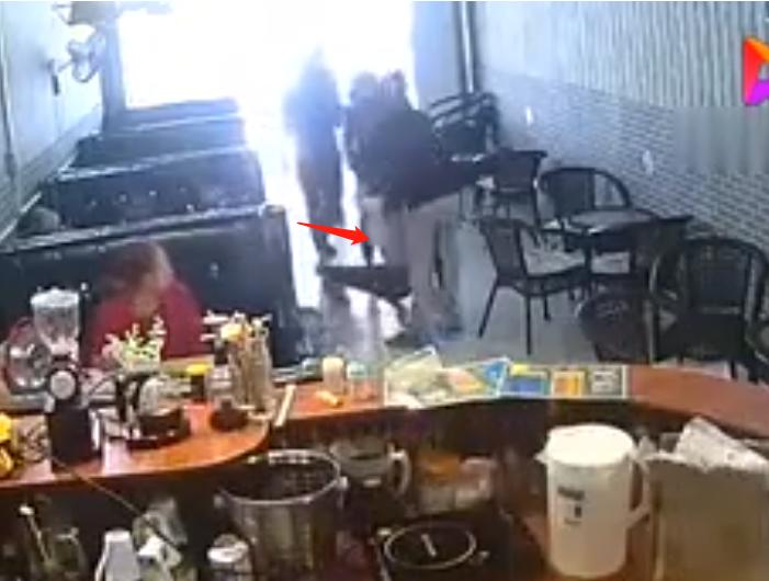 网红李迪迪在奶茶店被打 李迪迪为什么被快手封禁