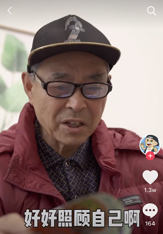 爷爷等一下外国人爷爷简介   爷孙两人的视频超温馨
