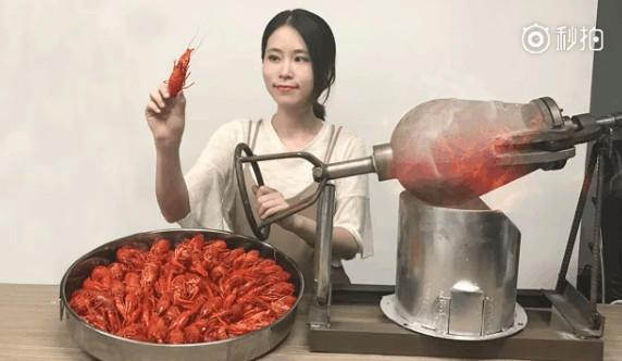 办公室小野用爆米花机爆小龙虾   小龙虾都没想到有一天会这么被吃