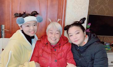 聂大婷的抖音视频怎么火了 与母亲外婆的搞怪日常很欢乐