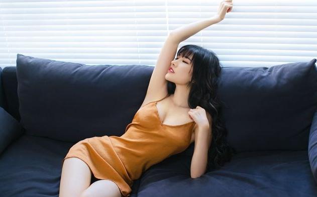 田子晴年龄资料简介 她被网友亲切的称为直播圈小杨幂