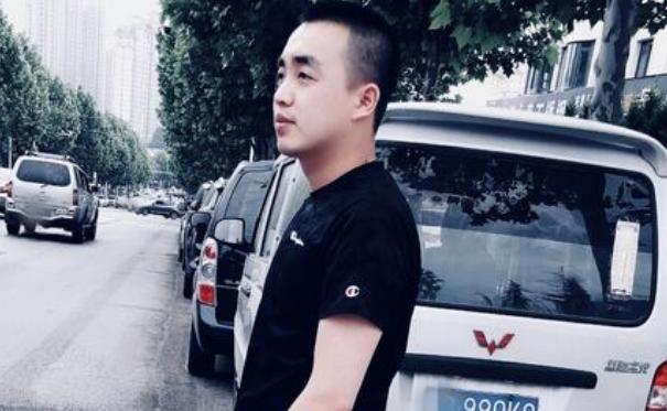 刘老板年龄资料简介 他在段子里演绎了各种小人物