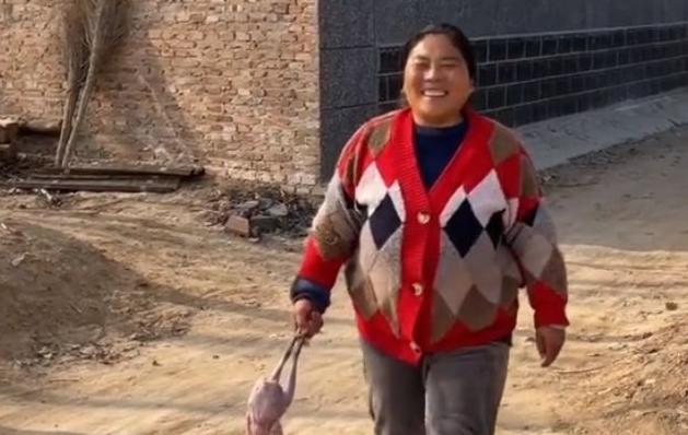 农村会姐年龄资料简介 她的视频乡土气息和生活气息浓厚