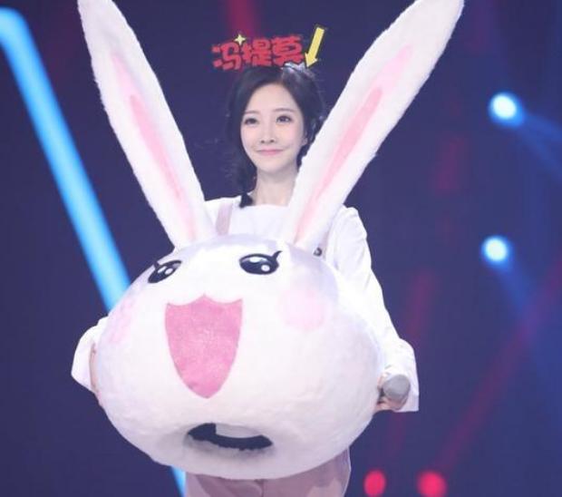 冯提莫参加蒙面唱将3 第三季的小了白了兔是她吗