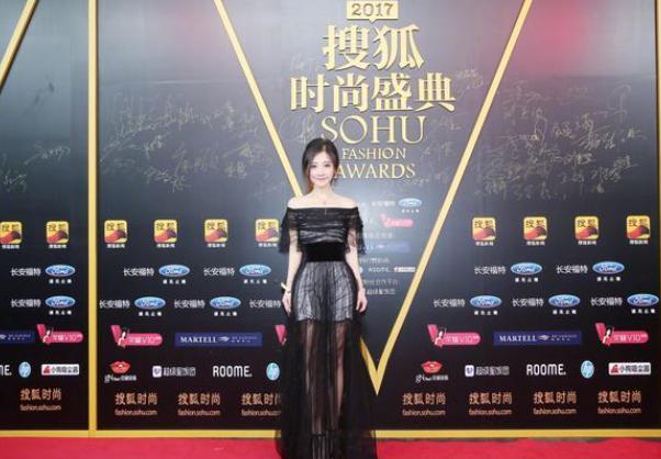 冯提莫获最火主播奖 她是年轻生长的时尚力量代表者