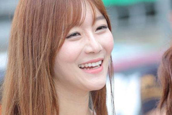 韩国美女车模崔瑟琪加盟龙珠直播 首秀致敬老师玩cos