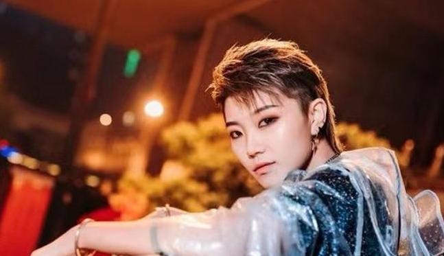 化妆师小晗年龄资料简介 她的视频有别与其他的美妆博主