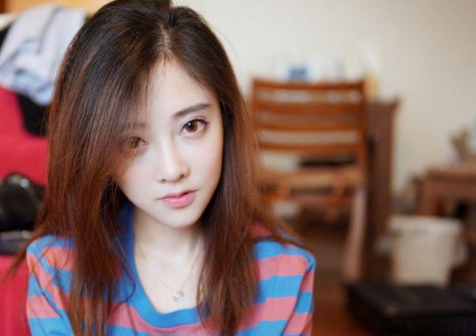 重庆美女放弃老师当最火主播  冯提莫走出了属于自己的事业