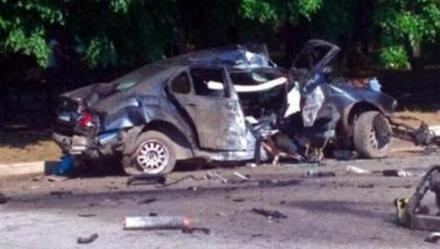乌克兰两美女网红直播酒驾 不幸撞电线杆一死一伤