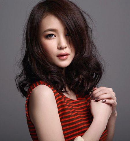 何安琪个人资料简介   她是中国流行乐坛中的新生代女歌手