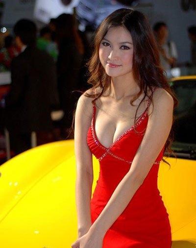 中国最美年轻车模都有谁     她被广大网友誉为中国第一车模