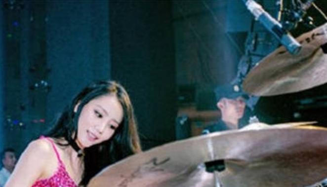 架子鼓手雅研个人资料     被大家称之为韩国最美鼓手